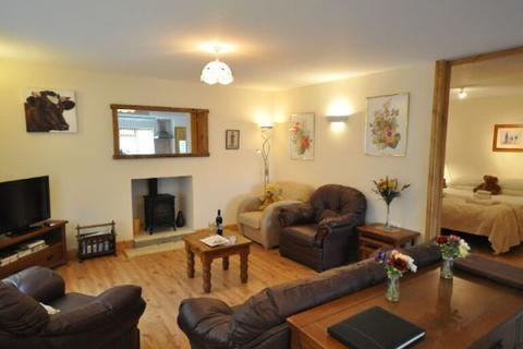 3 bedroom barn conversion to rent - Ford Road, Wellow