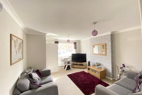 3 bedroom semi-detached house for sale - Astley Close, Hedon, Hull, East Yorkshire, HU12