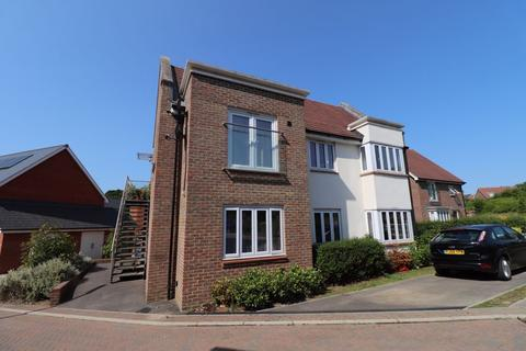 2 bedroom flat for sale - Skylark Way, Burgess Hill, West Sussex