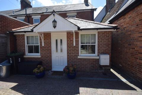 Studio to rent - West Street, Ringwood, Hants