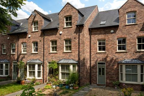 4 bedroom townhouse for sale - Penleys Grove Street, York, YO31