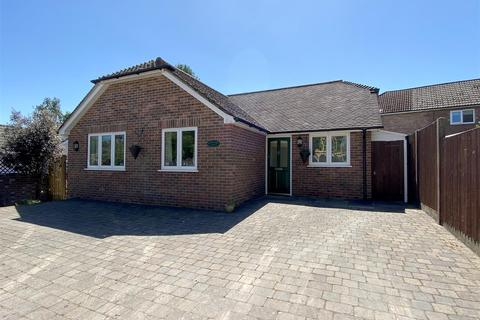 3 bedroom detached bungalow for sale - Pulens Lane, Petersfield