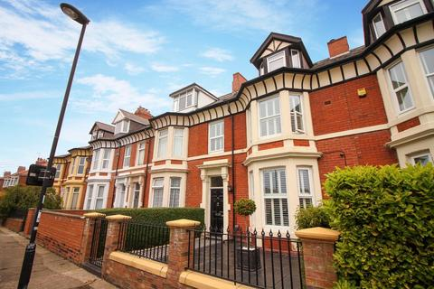 6 bedroom terraced house for sale - Cleveland Road, North Shields