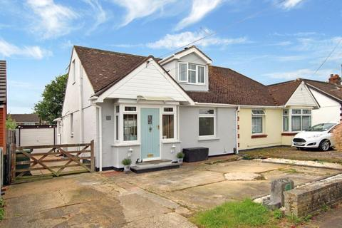 3 bedroom semi-detached house for sale - Victoria Crescent, Wickford, SS12 0DJ