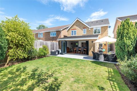 3 bedroom detached house for sale - Binstead Close, Hayes, Middlesex, UB4