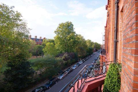 3 bedroom flat to rent - Cadogan Square, London