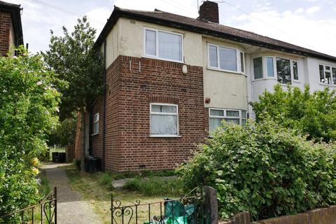 2 bedroom flat for sale - 2a Calne Avenue, Ilford, Essex, IG5 0XB