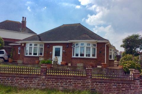 2 bedroom detached bungalow for sale - Goldcroft Avenue, Weymouth