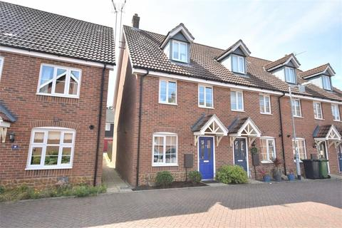 3 bedroom end of terrace house for sale - South Wootton