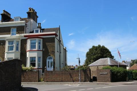 4 bedroom end of terrace house for sale - Gladstone Road, Walmer