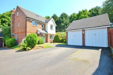 5 bedroom detached house for sale - Glastonbury Close, Orpington