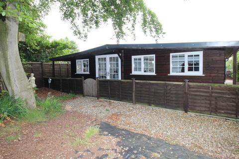 2 bedroom chalet to rent - Chester Road, Higher Walton