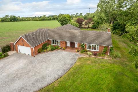 4 bedroom detached bungalow for sale - Mollington, Chester, Cheshire