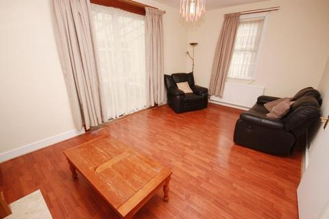 4 bedroom terraced house to rent - Old Oak Common Lane, East Acton, London, W3 7DT