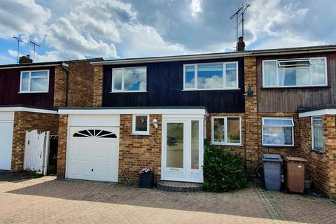 3 bedroom semi-detached house for sale - Hill View Road, Chelmsford, CM1