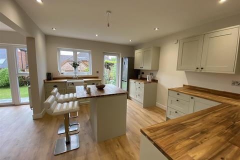 2 bedroom bungalow for sale - Scarsdale Avenue, Allestree, Derby