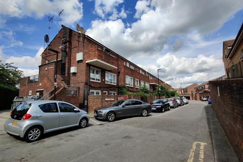 1 bedroom flat for sale - Albany Close, London