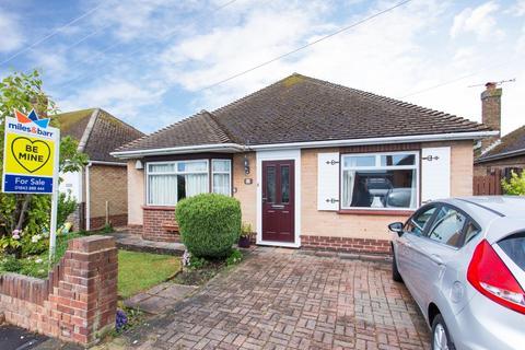 3 bedroom detached bungalow for sale - Wellesley Close, Broadstairs