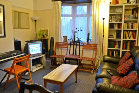 3 bedroom house to rent - Winterbourne Road, London, RM8