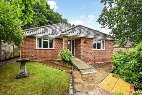 3 bedroom detached bungalow for sale - Yarnhams Close, Four Marks, Alton, Hampshire