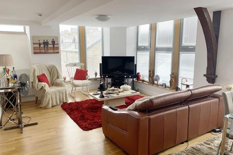 2 bedroom apartment to rent - Chrisharben Court, Green End, Clayton, Bradford, BD14 6AF