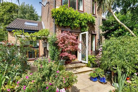 4 bedroom semi-detached house for sale - Somerford Way, London, SE16