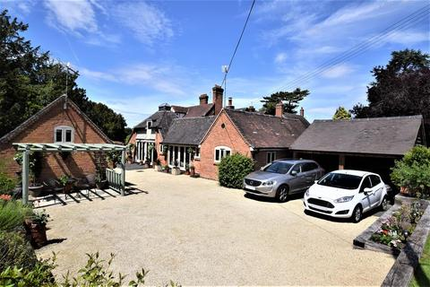 4 bedroom detached house for sale - The Coach House, Wootton Grange, Wootton Green Lane, Balsall Common, Coventry, Warwickshire, CV7 7BQ