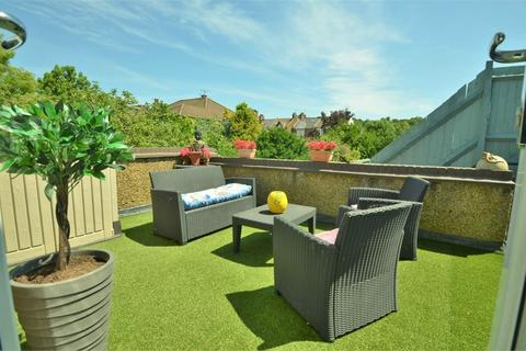 3 bedroom flat for sale - Dawlish Court, Daws Lane
