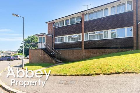 2 bedroom flat for sale - Lawn Gardens | Off London Road | LU1 3UN