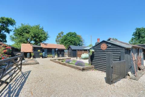 3 bedroom detached bungalow for sale - Burlington Gardens, Hullbridge