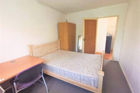 3 bedroom flat to rent - The Linkway, Brighton