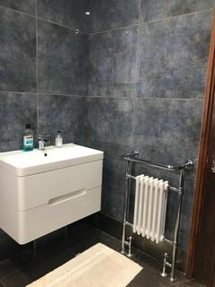 4 bedroom flat share to rent - Hammersmith, London W14
