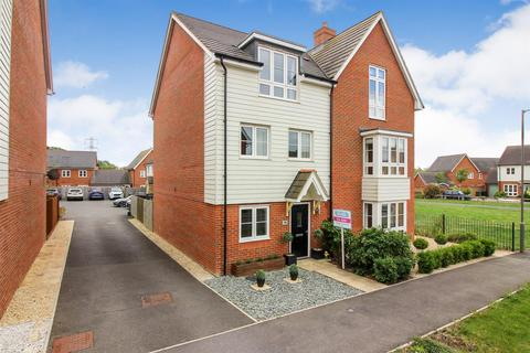 4 bedroom semi-detached house for sale - Avalon Street, Aylesbury