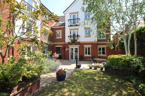 2 bedroom flat for sale - Pegasus Court, Green Lanes, London