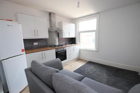 2 bedroom flat to rent - Kirkstall Lane, Headingley, Leeds