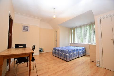 Studio to rent - Finchley Road