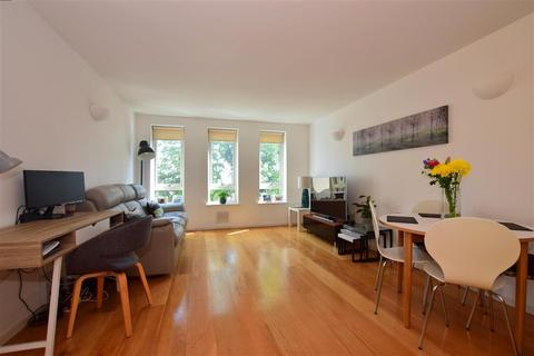 2 bedroom flat for sale - High Road, London