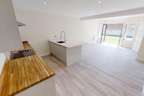2 bedroom apartment to rent - Gordons Road, Aldershot, GU11