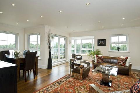 3 bedroom flat to rent - Russell Close, Chiswick, London