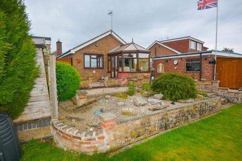 2 bedroom detached bungalow for sale - Willow Park Road, Wilberfoss, York, YO41
