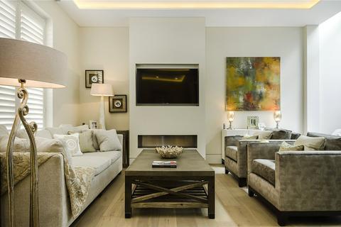 2 bedroom mews to rent - Ennismore Gardens Mews, SW7
