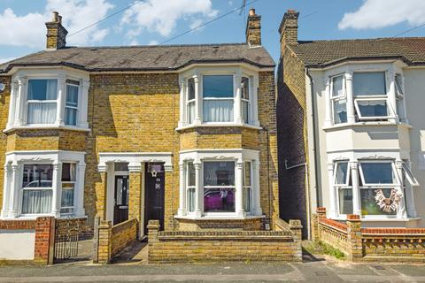 3 bedroom semi-detached house for sale - Carlisle Road, Romford, Essex, RM1