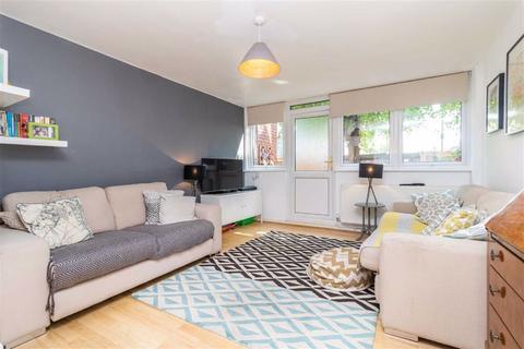 2 bedroom flat for sale - Sandra Close - New Road, Wood Green
