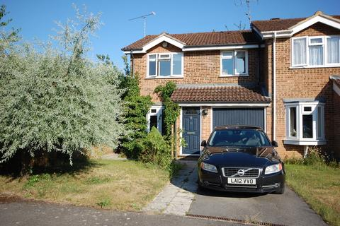 3 bedroom semi-detached house for sale - Southern Way, Farnham, GU9