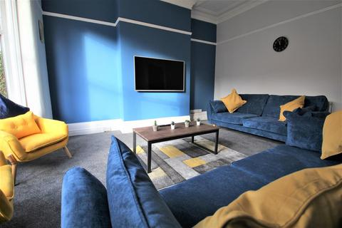 8 bedroom house share to rent - Estcourt Avenue, Headingley, Leeds