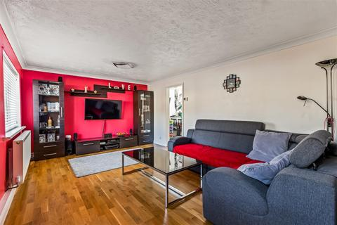 3 bedroom terraced house for sale - Badlesmere Close, Ashford