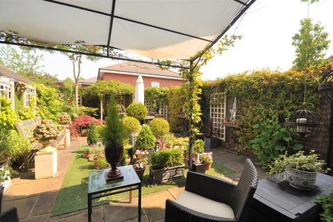 4 bedroom townhouse for sale - Regent Mews, York, YO26 5TD