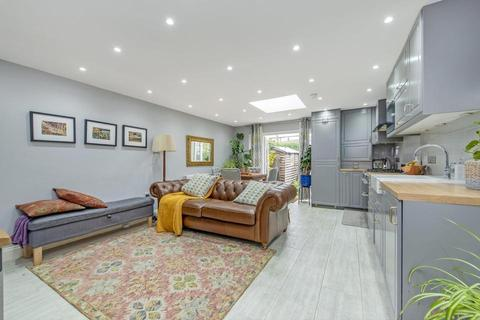 3 bedroom end of terrace house to rent - Bow Common Lane, London E3