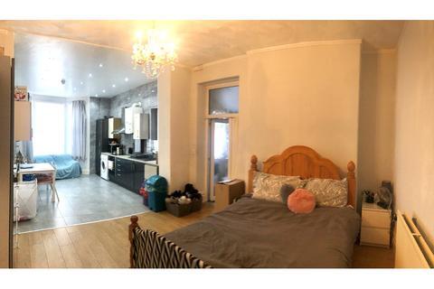 Studio to rent - Marlborough Road, Roath, Cardiff
