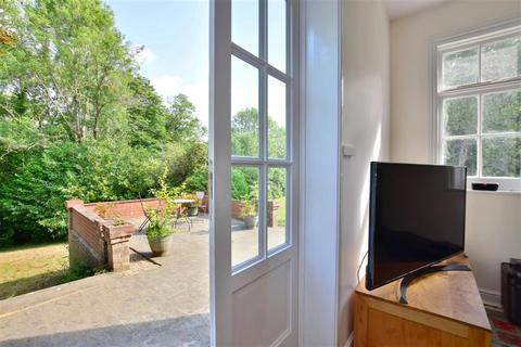 2 bedroom ground floor flat for sale - St. Martin, Ashurst, Tunbridge Wells, East Sussex